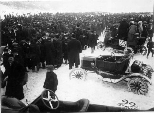 Billøp på Bundefjorden i februar 1912. Foto: Norsk Folkemuseum/Hermman Christian Neupert