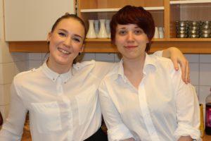 Serveringsheltene: Henriette Lintho og Henriette Tønnesen.