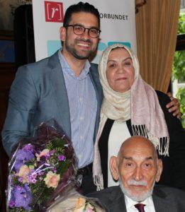 Yama Wolasmal med sine foreldre under utdelingen av TV-prisen 2016.