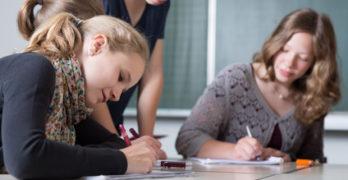 Tre norsklærere: – Norsk sidemål som eget fag bør avskaffes!